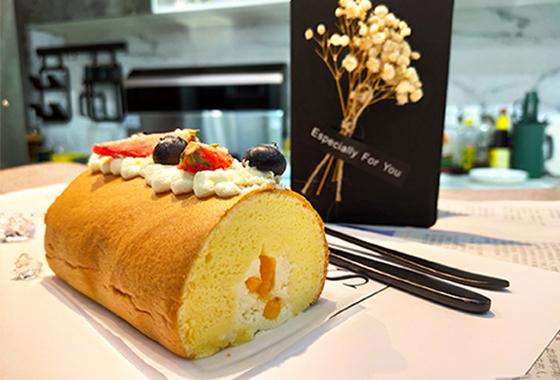 芒果蛋糕卷,入口超细腻,资深芒果控都爱这样吃!